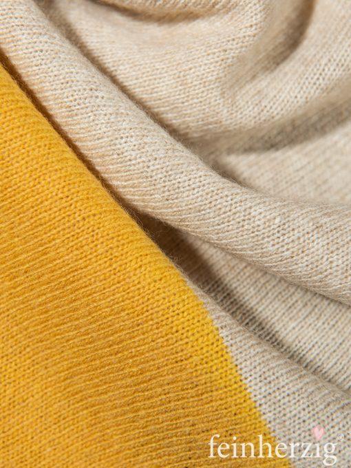 zwillingsherz-dreieckstuch-mit-kaschmir-gelb-beige-wollweiss-blockstreifen-1