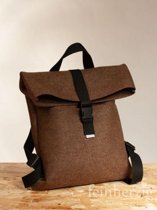 filz-rucksack-braun-roll-top-backpack-1