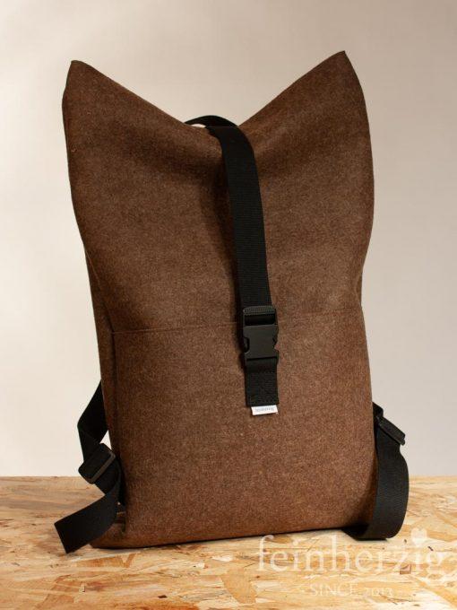 filz-rucksack-braun-roll-top-backpack-2