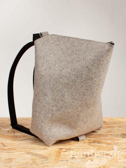 filz-rucksack-hellgrau-meliert-2