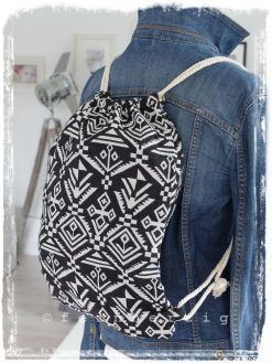 rucksack-aztek-inka-schwarz-weiss-muster-ethno-kordel-retro