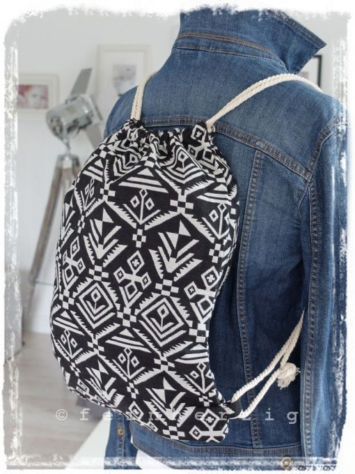 rucksack-aztek-inka-schwarz-weiss-muster-ethno-kordel-retro