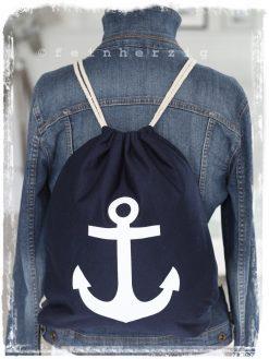 turnbeutel rucksack in der farbe marine blau mit weißem anker aus stoff mit kordeln