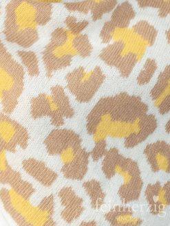 zwillingsherz-dreieckstuch-leo-mit-kaschmir-beige-gelb-kante-in-wollweiss-1