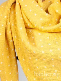 zwillingsherz-dreieckstuch-mit-kaschmir-gelb-mit-kleinen-punkten-1