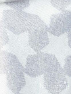 zwillingsherz-dreieckstuch-mit-kaschmir-hellgrau-sterne-weiss-1