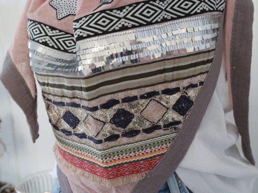 zwillingsherz dreieckstuch puderrosa grau baumwolle pailletten patches ethno 1